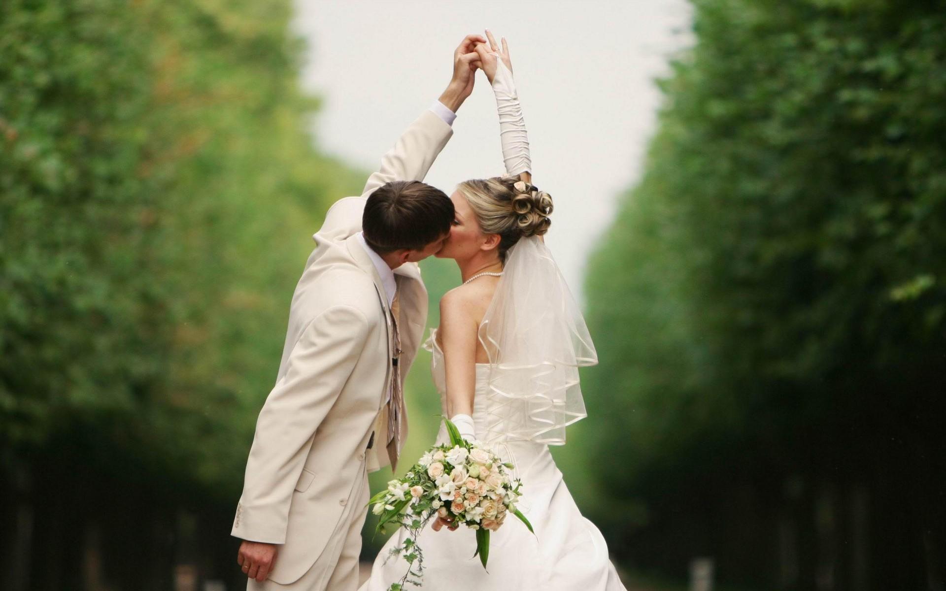 Wedding kiss wallpaper download cool hd wallpapers here junglespirit Gallery